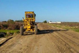 Vialidad repasa caminos productivos en la zona de Seguí del departamento Paraná