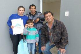 Se inauguraron 10 viviendas en Lucas González financiadas por la provincia
