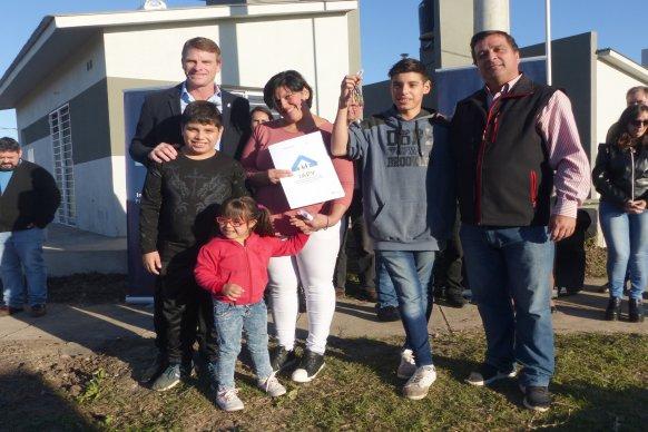 Se entregaron nuevas viviendas en Aranguren financiadas por la provincia