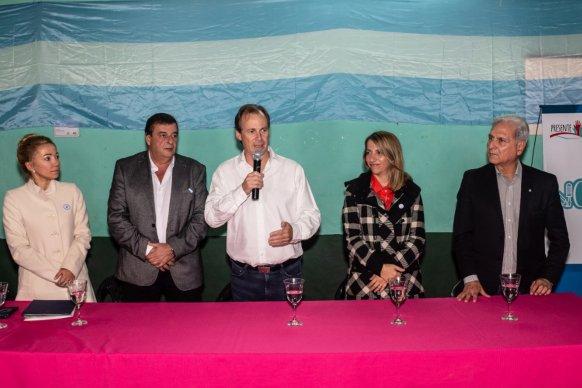 El gobierno entregó aportes y herramientas a deportistas, organizaciones, y emprendedores de Colón y San Salvador