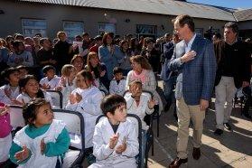 Bordet valoró las escuelas para la educación de