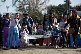 El gobierno provincial rememoró el Día de la Bandera con un acto en Pueblo Belgrano