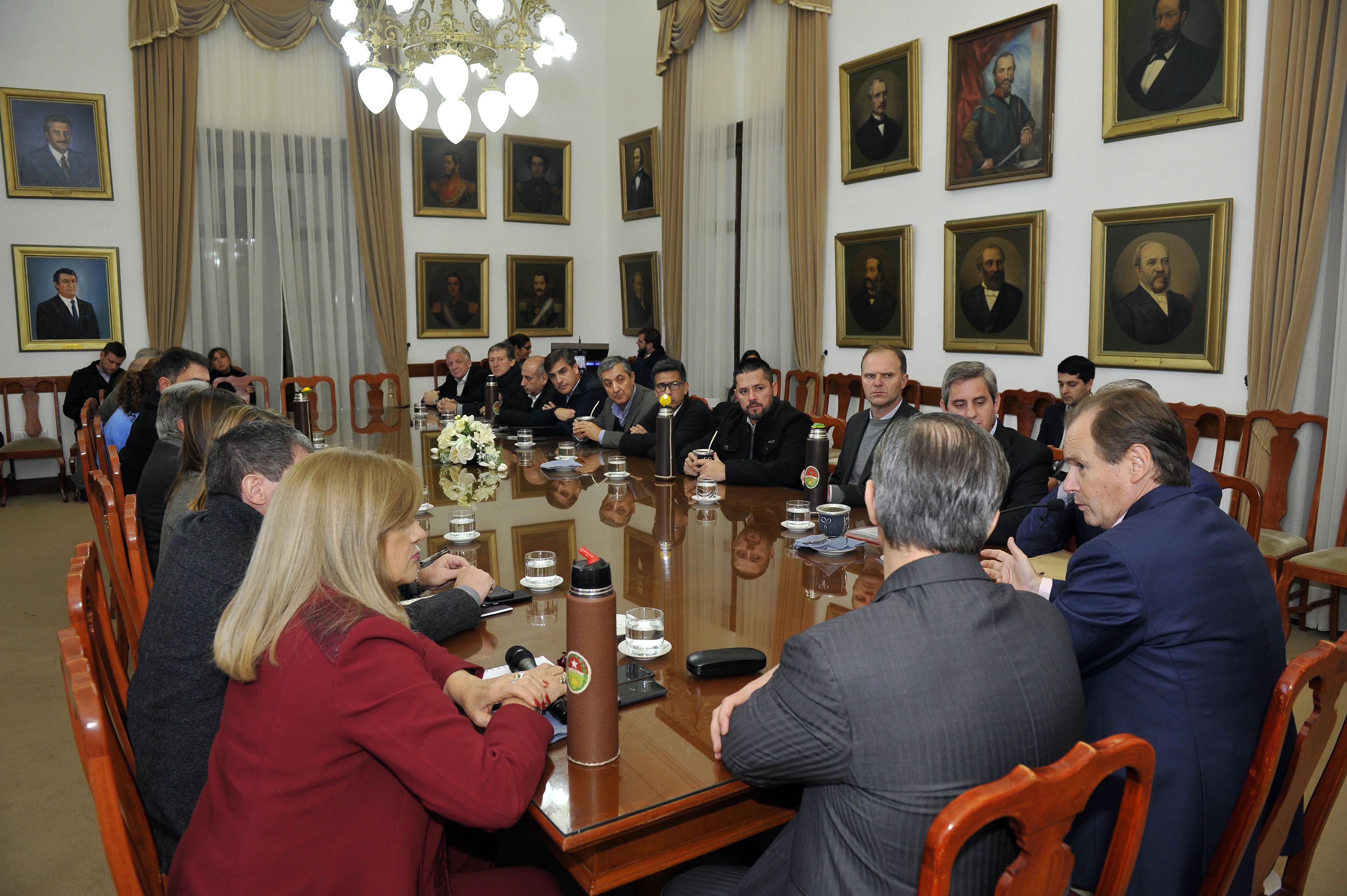 Locales: Sergio Martínez estuvo en el encuentro de los intendentes vecinalistas con el gobernador Bordet