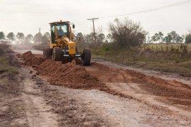 Se trabaja en la mejora de la red caminera del departamento Uruguay