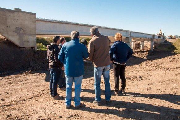 La construcción del puente sobre el arroyo Toledo presenta un 91 por ciento de avance