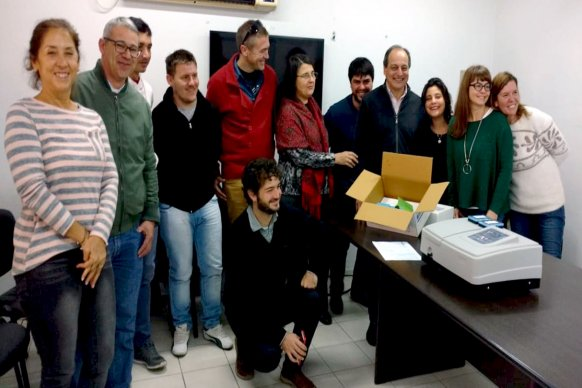Se entregó equipamiento de laboratorio para la escuela agrotécnica Manuel Antequeda