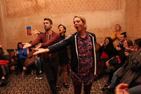 Más de 2000 personas disfrutaron de la experiencia de íntimo Teatro y el Bazar de los Besos en la Casa de la Cultura