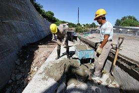 Ingresó en su etapa final la obra de desagües pluviales en calle Canadá, de Paraná