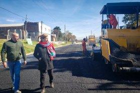 Trabajan en la pavimentación del acceso a Aldea  Spatzenkutter