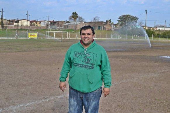 Con el aporte del gobierno provincial el Club La Bianca mejoró su campo de juego
