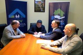 La provincia rubricó contrato para construir 15 nuevas viviendas en Urdinarrain