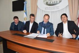 Se firmó el contrato para la finalización de dos jardines en el departamento Nogoyá