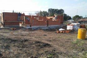 Se construyen nuevas viviendas en Las Moscas con recursos provinciales