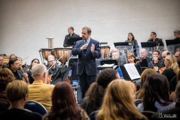 La Sinfónica de Entre Ríos junto a la arpista Marcela Méndez estrenan concierto de Eduardo Alonso Crespo