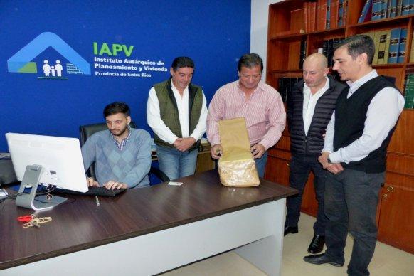 La provincia licitó viviendas para tres localidades entrerrianas con financiamiento propio