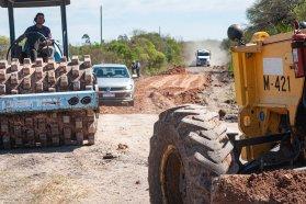 Realizan tareas de conservación en el acceso a Puerto Algarrobo