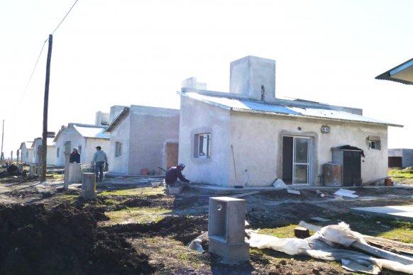 Comenzaron a construirse con recursos provinciales  45 viviendas en cuatro localidades  entrerrianas