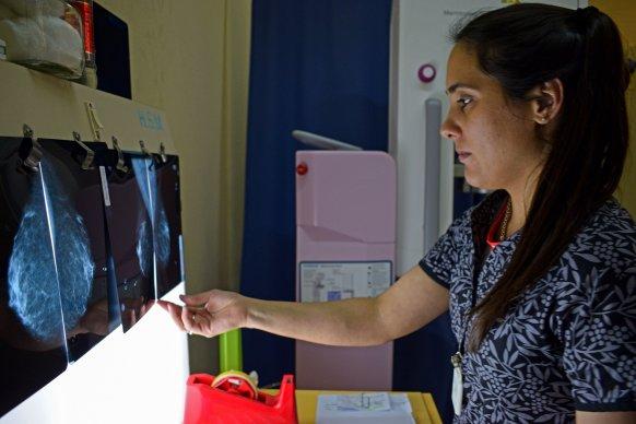 Salud refuerza las acciones de concientización por el Día Mundial de la Lucha contra el cáncer de mama