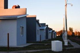 La provincia adjudicó la obra de 77 viviendas en siete localidades entrerrianas