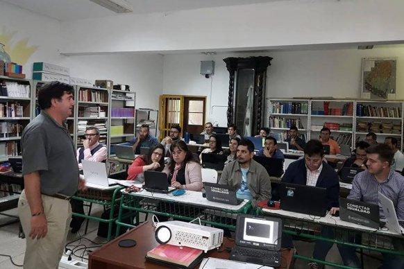 Capacitación en Autocad  para docentes de escuelas técnicas en construcciones