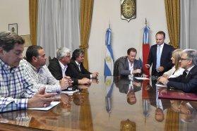 Bordet firmó contratos de obras educativas y hospitalarias por casi 12 millones de pesos