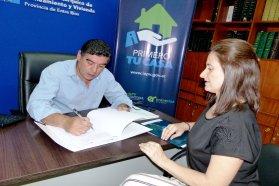 Se rubricó un contrato para construir nuevas viviendas en Antonio Tomás
