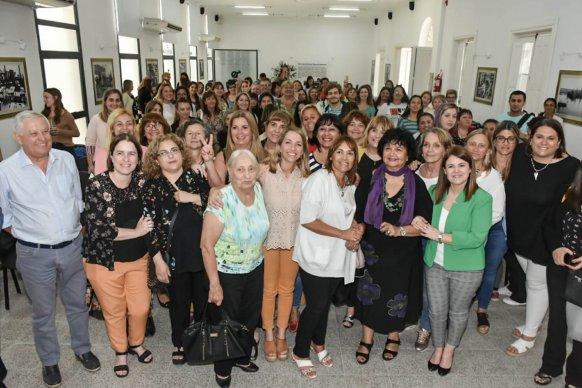 Dora Barrancos disertó en Paraná sobre trabajo y liderazgo en las mujeres