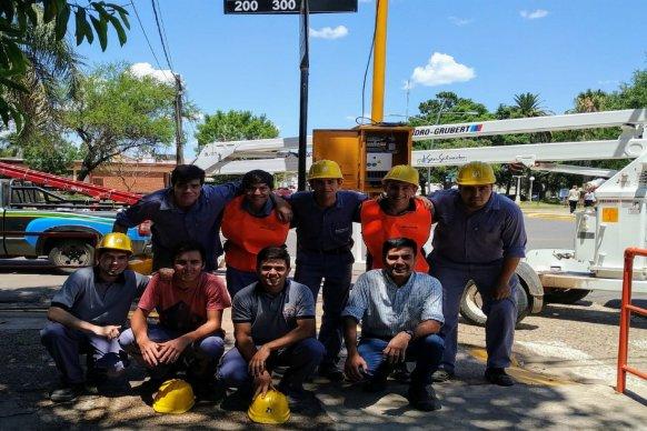 En San Salvador ya funciona el semáforo fabricado por alumnos de la escuela técnica