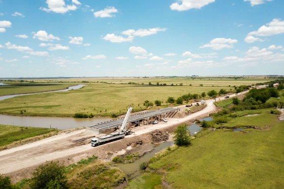 La obra de los puentes sobre arroyo Don Cristóbal presenta un avance del 70 por ciento