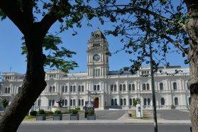 La provincia exceptúa a las personas de riesgo de asistir a trabajar