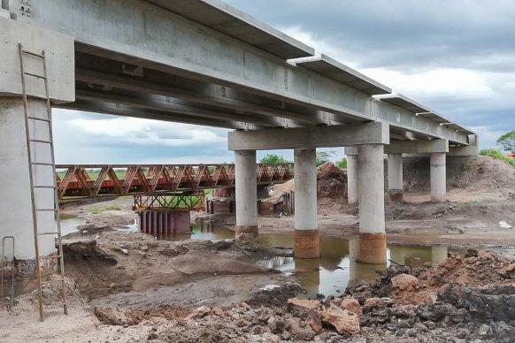 La obra de los puentes sobre arroyo Don Cristóbal está avanzada en un 75 por ciento