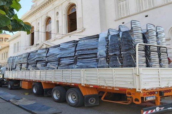 Comenzó la entrega de mobiliario en escuelas de la provincia