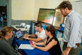 El Becario atendió a estudiantes de Paraná campaña con su unidad móvil en Pueblo Brugo