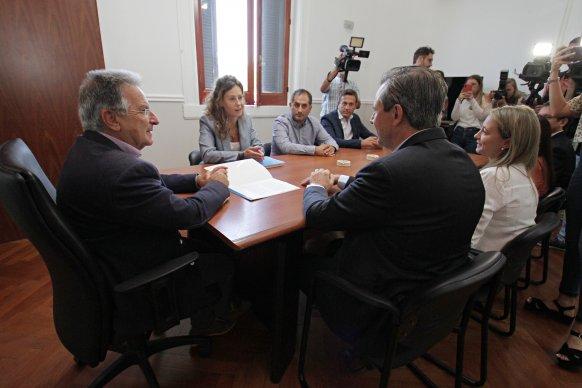 El gobierno provincial firmó el convenio para avanzar con la extensión de gas en Paraná
