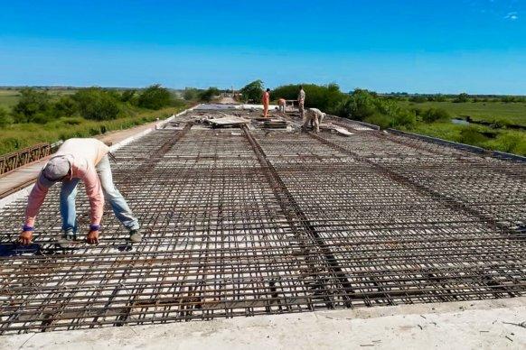 Se construyen dos puentes sobre el arroyo Don Cristóbal