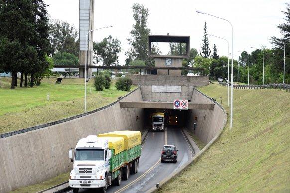 Más de 74.000 vehículos transitaron por el Túnel Subfluvial durante el fin de semana largo