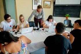 Estudiantes del norte entrerriano fueron atendidos en la unidad móvil del Becario