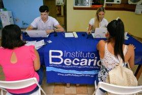 Estudiantes del departamento Nogoyá realizaron trámites de becas en otro abordaje territorial del Becario