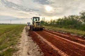 Trabajan en la conservación de caminos del departamento Federación