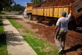 Reconstruyen camino productivo y calles de Clodomiro Ledesma en el departamento Concordia