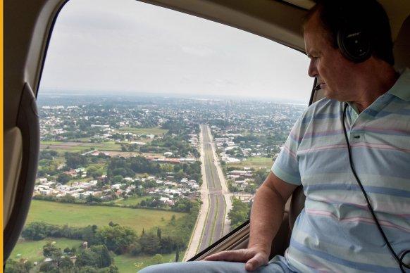 Bordet sobrevoló una Paraná con muy poco movimiento