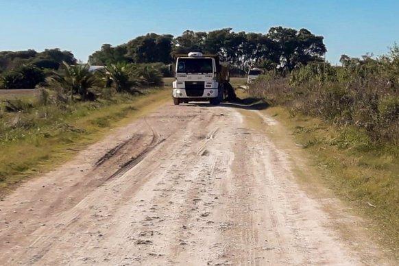Continúan las tareas de mantenimiento en accesos y caminos del departamento Paraná