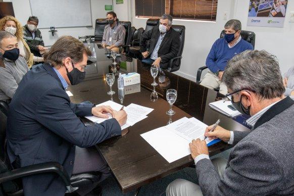 Enersa firmó un acuerdo para desarrollar un proyecto de telecomunicaciones en toda la provincia