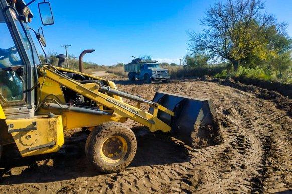 Trabajan en la reconstrucción de caminos de uso productivo del departamento Nogoyá