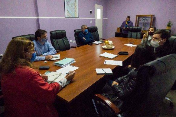 Analizan avances en la obra de enripiado de Bovril a El Solar, en el departamento La Paz