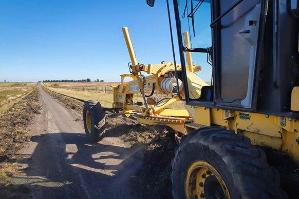Vialidad trabaja en el mejoramiento de la red caminera del departamento Tala