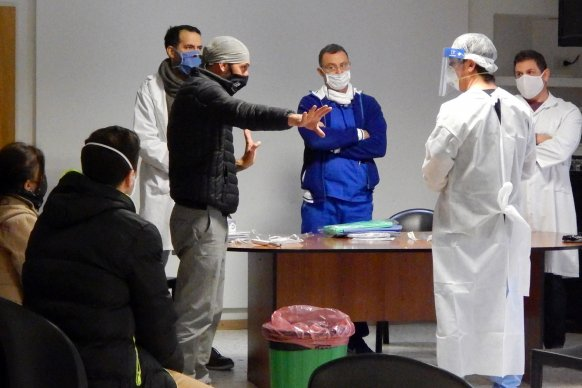 Profesionales del hospital San Roque realizan hisopados extrahospitalarios a pacientes pediátricos de Paraná