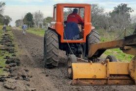 Se realizan trabajos de conservación en caminos vecinales del departamento Villaguay