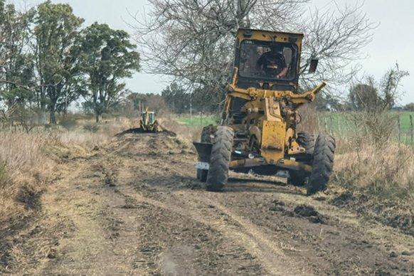 Se reconstruyen caminos rurales en el departamento Uruguay