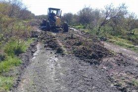 Trabajan en la reconstrucción de caminos de Lucas Sur en el Departamento Villaguay